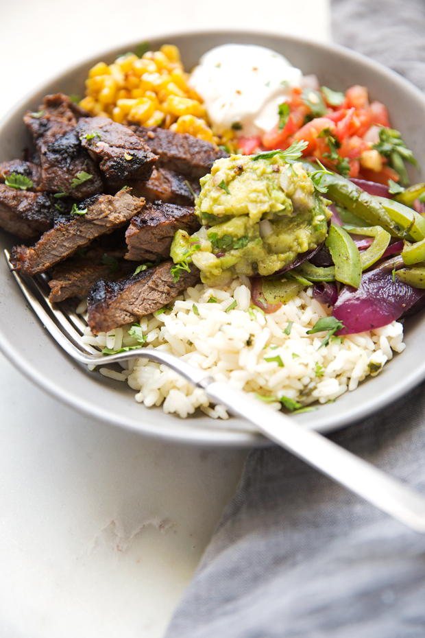 Steak-Fajita-Bowls-with-Garlic-Lime-Rice